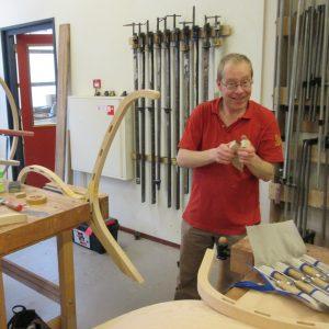 Jonas Strous maakt meubels op het HMC 2
